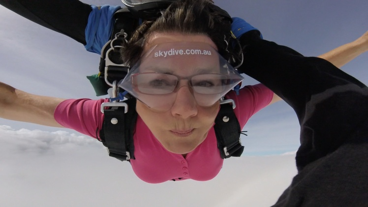 photo skydive lady